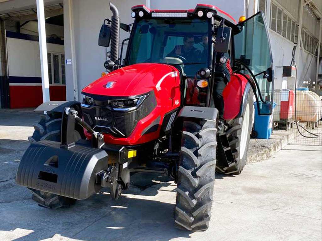 Prémiové traktory BAŠAK 5120 - Agromechanika s.r.o.